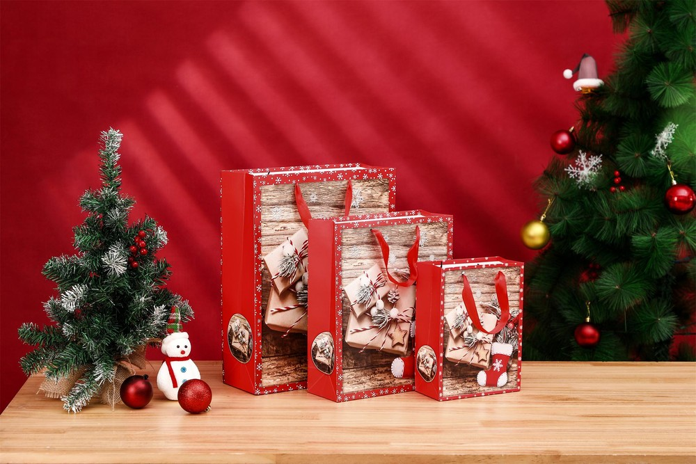 Manufacture Wholesale Glittering Finishing Christmas Ivory Gift Paper Bag With Ribbon Handle