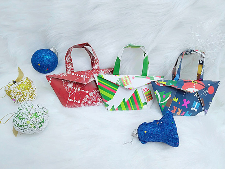 How to make DIY christmas paper bag at home ?