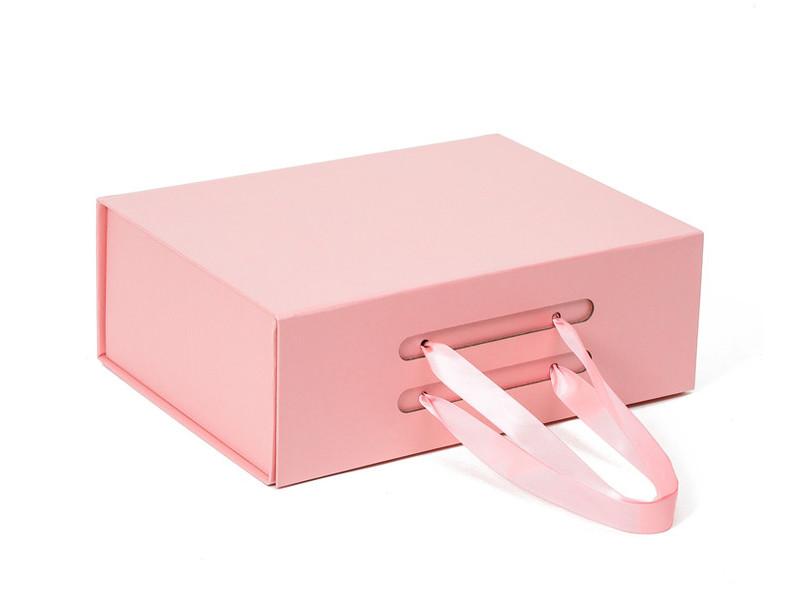 هل تعرف كم يمكن أن يزن علبة هدية قابلة للطي؟