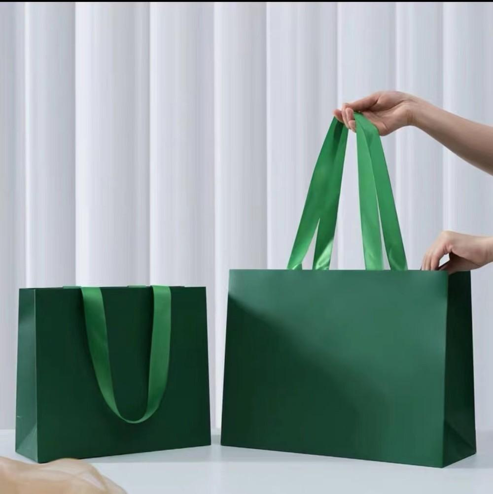 Clothing store high-end  custom kraft paper bag gift bag hand bag clothes gift bag